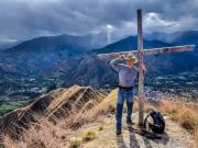 07 It's windy on the top of cerro Mandango 2020m